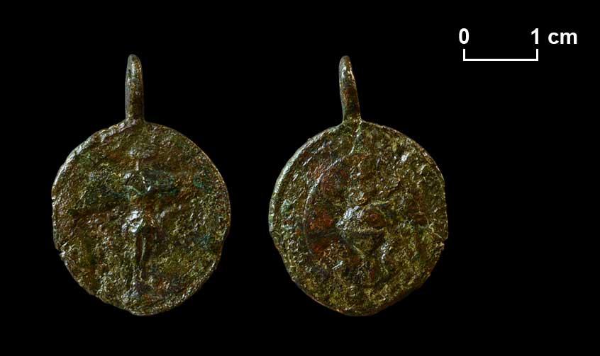 """Medaille der Bruderschaft der allerheiligsten fünf Wunden Christi Jesu, die von 1728 bis 1783 mit dem in der Kirche der Trinitarier in der Alser Straße aufgestellten """"Ährenkreuz"""" verbunden war."""
