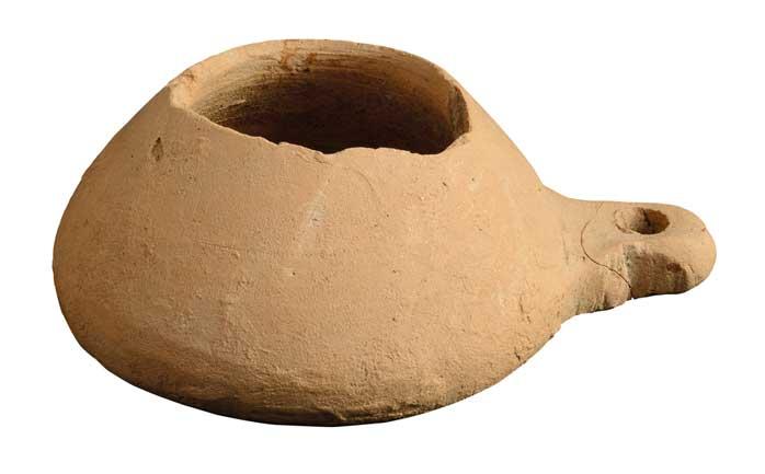 Offene Lampe, die auch mit Talg als Brennstoff gefüllt werden konnte.