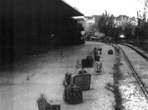 """Die Fotos für die Installation """"Aneignung"""" entstanden 1999 auf dem Gelände des Aspangbahnhofs. [c] Ute Stipanits und Bernhard Münzenmayer-Stipanits"""
